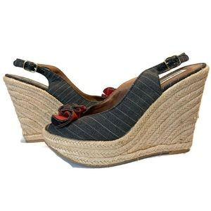 ✨STEVE MADDEN✨ Fauntain Stripe Wedge Heels